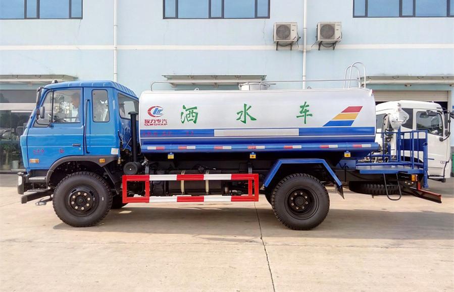 东风145/153洒水车(12-15吨)经典款尾部